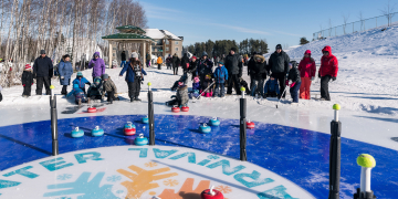 People playing Crokicurl